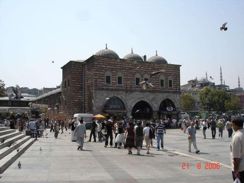 İstanbul'daki Tarihi Yapılar | Mısır Çarşısı – 1660'da Turhan Sultan Tarafından Yaptır